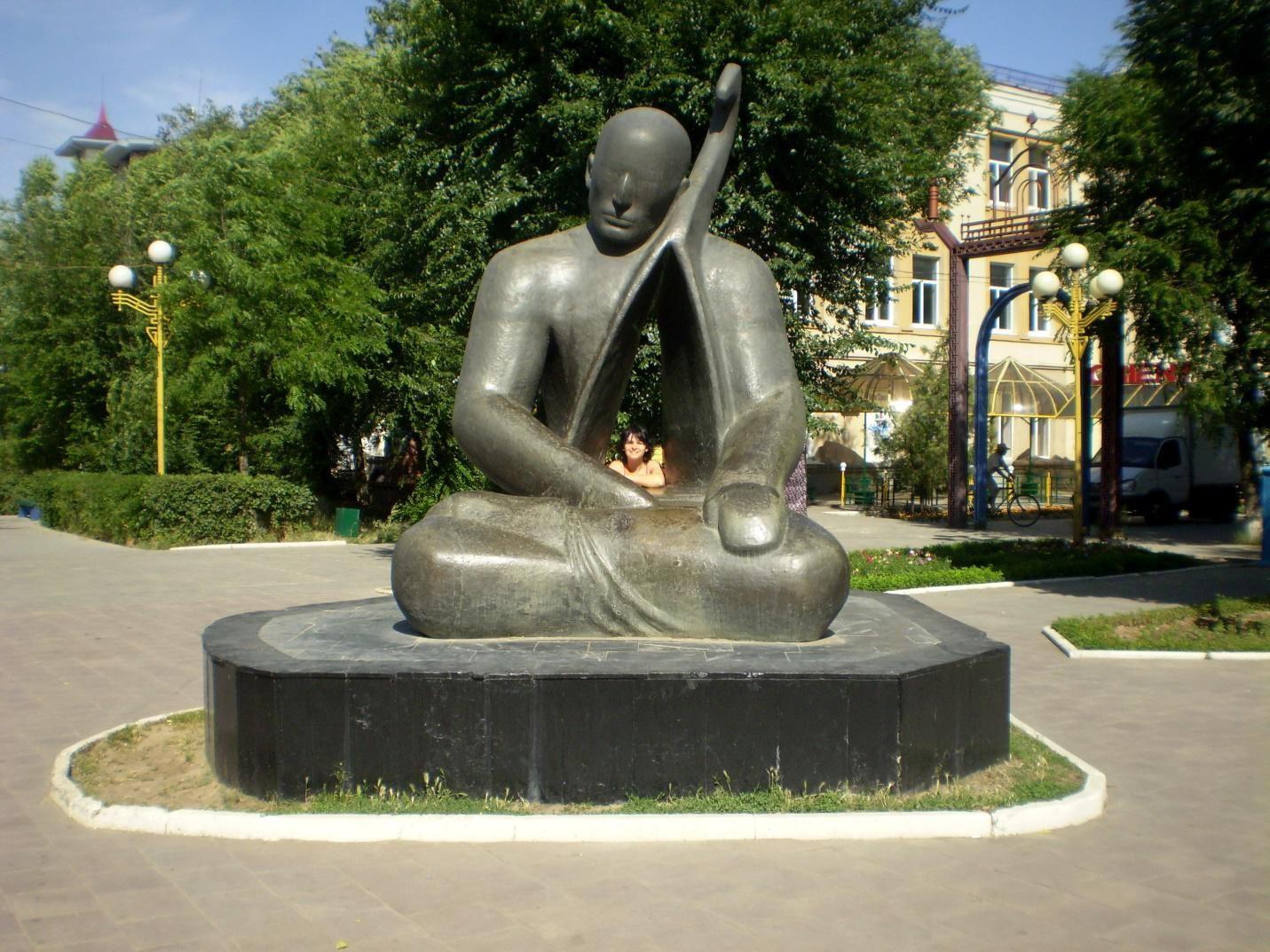 Уличная скульптура в Элисте