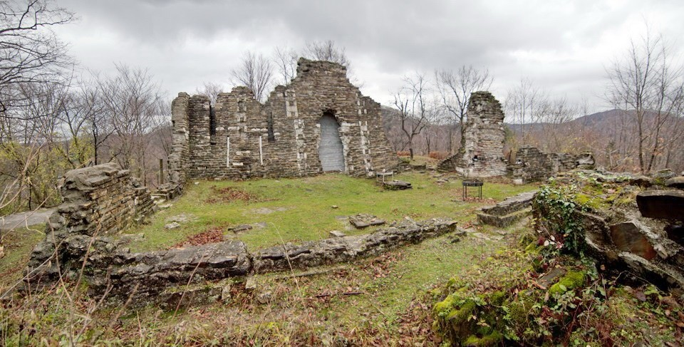 ruiny hrama loo